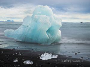 BLUE BERG, JOKULSARLON (GLACIER LAGOON), ICELAND