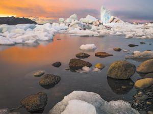 PASSAGE, JOKULSARLON (GLACIER LAGOON), ICELAND